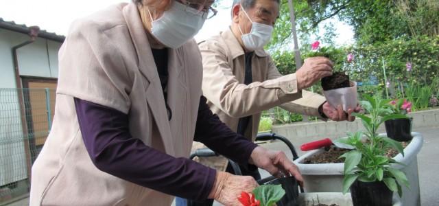 今年も利用者様と一緒に野菜を作りました!! 大雨の影響で野菜 […]